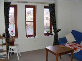 West End, Kelvinbridge. Professional to share flat / private parking £425 pcm including Council Tax