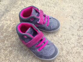 Clarks childrens shoes size 4