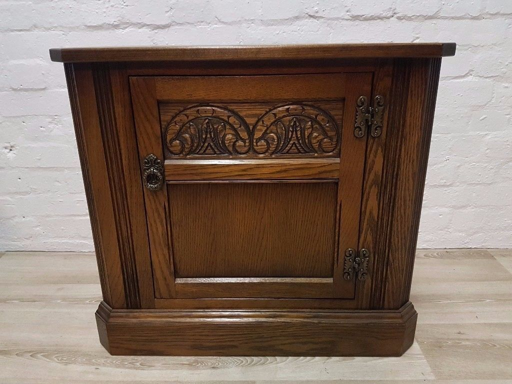 Old Charm Corner Cabinet (DELIVERY AVAILABLE FOR THIS ITEM OF FURNITURE)