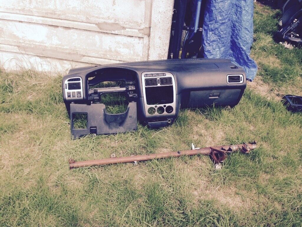 Left Hand drive dashboard TOYOTA AVENSIS 2001