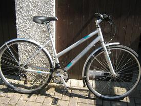 Diamondback hybrid bike.