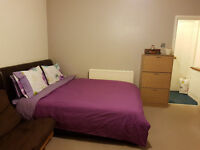 **No Fees, Private landloard**A luxurious very spacious furnished studio flat close to town centre