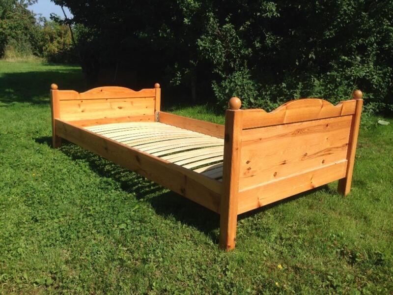 bett aus kiefer vollholz in niedersachsen sibbesse bett gebraucht kaufen ebay kleinanzeigen. Black Bedroom Furniture Sets. Home Design Ideas