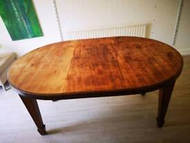 Wooden round/oval table