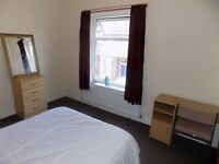 Lovely Double Bedroom in 3 Bedroom House share in Salford, M6 6BB