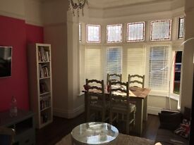 Massive 2 bedroom furnished flat 8 min walk to station