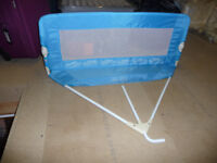 TOMY soft bed rail in blue