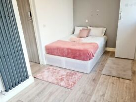 Large ENSUITE room for COUPLES in HARROW WEALDSTONE all bills included