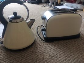 Matching cream toaster and kettle