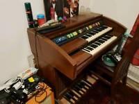 Lowrey Encore Organ