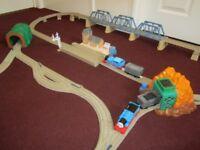 THOMAS THE TANK ENGINE & FRIENDS TRACKMASTER LARGE TRAIN SET £30