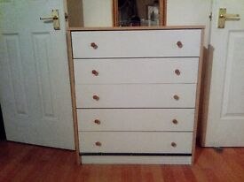 White chest drawer in good condition