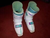Ladies Size 5 Salomon ski boots.