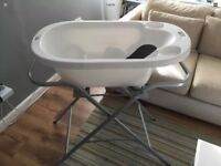 Aqua scale 3-1 Digital baby bath With Aqua Scale Stand. And changing mat