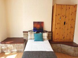 Large Master Bedroom Near Acocks Green Train Station - All Bills Included!