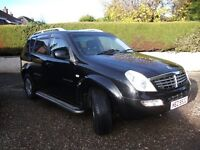 2006 ssangyong rexton jeep= 7 seater== full leather jet black 50 mpg stunning looks