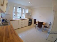 3 bedroom flat in Doddington Grove, London, SE17 (3 bed) (#1162382)