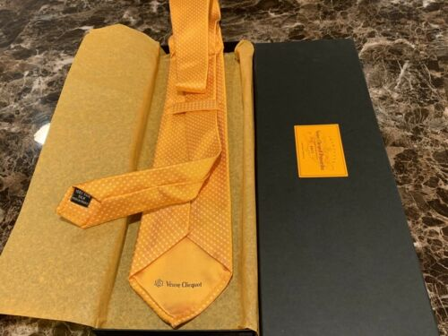 Authentic Veuve Clicquot VCP Signature Yellow Silk NECK TIE IN GIFT BOX RARE NEW