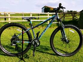 "Woman's CARRERA Vengeance 650b Mountain Bike 14"" X SMALL 27.5"" girls ladies"