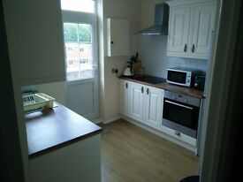 Beautiful 2 bed flat, top floor with river views available for rent