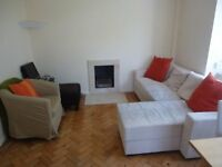 Stylish 2 double bedroomed 3rd floor apartment with lift. Set in a quiet green location