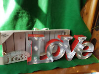 Led >LOVE< MARQUEE LIGHT NEW IN BOX RED OUTER WALL MOUNTED OR FREE STANDING BATTERY OPERATED