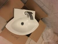 Vellisimo Wall Mounted Basin