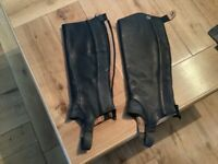 Ariat soft leather small short close contact chap used