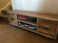 Solid wood chest with 2 drawers