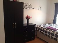 Double room - with your own bathroom - all bills included living with Muslim family