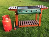 Gas BBQ with full gas bottle