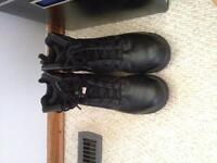 CSA steel toe work boots size 7 - super comfortable!