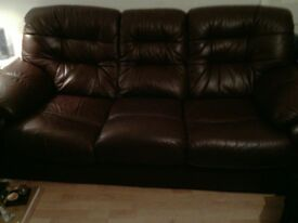 2 and 3 seater settee brown leather in good condition