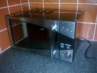 De Longhi 800W Microwave Oven. Good Condition.