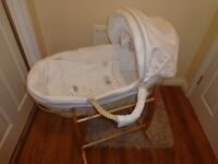White Winnie The Pooh Moses Basket & Stand