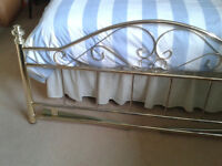 Elegant Classic/Traditional 'Gold' Metal Headboard – DoubleBed