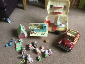 Sylvanian families car and caravan with accessories