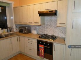 3 bedroom flat in Willowbank Road, Aberdeen, AB11 (3 bed) (#895986)