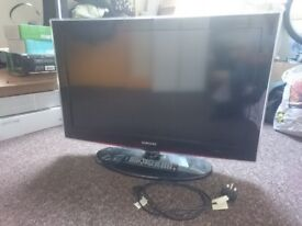Samsung 32 inch led tv with stand. Works perfectly. Just not needed anymore due to upgrade.