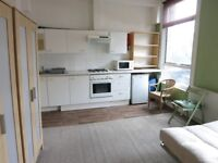 LARGE DOUBLE BEDSIT WITH KITCHEN INCLUDING BILLS CLOSE TO ARCHWAY & UPPER HOLLOWAY N19
