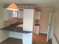 SPACIOUS 2 BEDROOM FLAT FOR RENT LOCATED IN THAMES DITTON !!