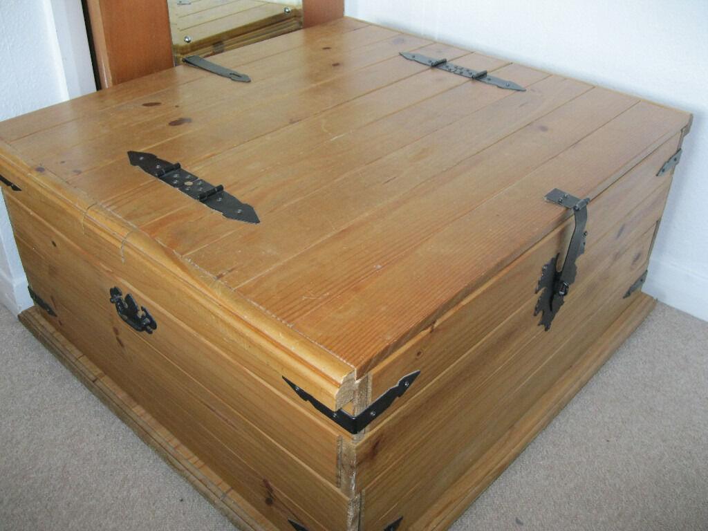 Corona Double Trunk Ottoman Storage Chest Bedding Blanket Box Waxed