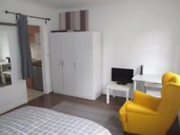 Holiday / Short term / Marylebone / Baker St /central London / A very large modern studio apartment