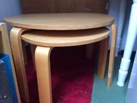 2 nested coffee tables