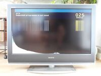 "SONY BRAVIA 32"" LCD TV BROKEN SCREEN"