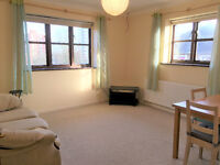 A sunny spacious and conveniently located one bedroom flat in Acton