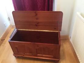 Blanket chest/storage box