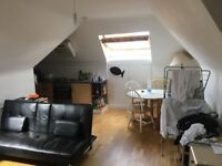 Large Double Room in 3 bed 'Penthouse Flat' with great living room/kitchen - Brondesbury Park