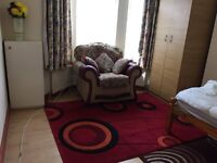 Double room in Burypark luton for working professional single only.