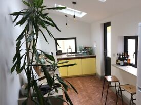 Bristol 2 bright newly refurbished large double bedrooms £450-475 per month, live in landlord.